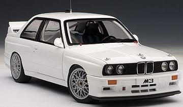 AUTOART: BMW M3 (E30) DTM PLAIN BODY VERSION (wit op schaal 1/18)
