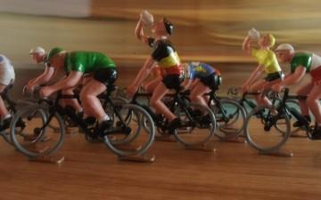 Nieuw : wielrenners (koereurkes) van Echappée Infernale